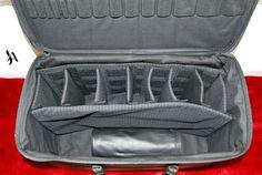 Geanta din piele naturala 3 -special pentru barmani -negru -captusit cu textil negru  -intarita in totalitate -suport din banda elastica pentru 15 ustensile pe capac -compartimentat cu separatoare din burete detasabile pentru sticle, pahare, ustensile sau aparate -bareta piele cu chinga rosie detasabila  -manere piele cusute manual -inchidere prin fermoar cu 2 cursoare -rollup de piele cu 18 compartimente pentru ustensile -dimensiuni geanta: L=57cm l=29cm h=33cm  PRET= 1.200 lei