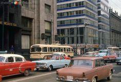 Cruce de San Juan de Letrán y Madero (1969) Vintage Vibes, Long Time Ago, Old City, Mexico City, The Neighbourhood, Nostalgia, Street View, Landscape, World