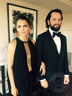 Matthew Rhys with Keri Russell who's Makeup Artist Shares the Secret to Her State Dinner Glow Keri Russell Hair, The Americans Tv Show, Matthews Rhys, Dress Over Pants, Low Chignon, American Series, Dramatic Eyes, Opera Singers, Blanco Y Negro