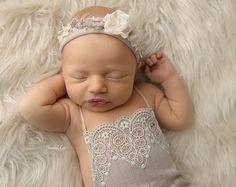Newborn Strampler Prop Mädchen Strampler von LovelyBabyPhotoProps