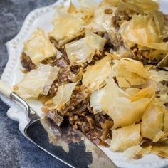 Recipe for the ultimate Greek dessert – Walnut Baklava with nuts, cinnamon and orange syrup Ingredients Nut filling: 300 g shelled walnuts or pecans (broken pieces are fine) 3 T […] Healthy Family Meals, Healthy Snacks, Greek Baklava, Baklava Recipe, Orange Syrup, Greek Desserts, Phyllo Dough, Recipe Of The Day, A Food
