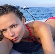 Natasha Poly à Saint-Tropez sur un yacht vacances été méditerranée croisière mannequin off duty maillot de bain rouge http://www.vogue.fr/mode/mannequins/diaporama/la-semaine-des-tops-sur-instagram-juillet-2015/21751/carrousel#natasha-poly-saint-tropez