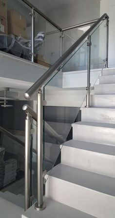 Trendy Modern Stairs Railing Ideas Banisters - New Ideas Steel Railing Design, Steel Stair Railing, Staircase Railing Design, Modern Stair Railing, Balcony Railing Design, Steel Stairs, Modern Stairs, Railing Ideas, Railings For Stairs