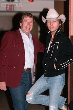Buck Owens and Dwight Yoakam Country Music Concerts, Country Music Artists, Country Music Stars, Country Singers, Music Pics, Music Photo, Music Love, Buck Owens, Dwight Yoakam
