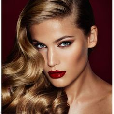 Veronica Lake inspired red lips make-up and retro waves hairstyle. #retrowaves #redlips