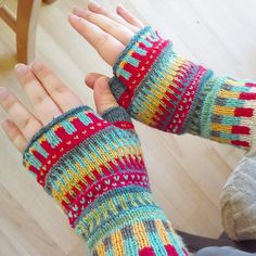 Pulsvarmere strikket i rester af Esther fra Permin. Fingerless Gloves, Arm Warmers, Fashion, Fingerless Mitts, Moda, Fingerless Mittens, Cuffs, Fasion, Trendy Fashion