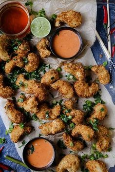 Vegan shrimp, made from king oyster mushroom stems. Breaded and served with a creamy, spicy dipping sauce, but this can also be served with cocktail or tartar sauce. Veggie Recipes, Whole Food Recipes, Vegetarian Recipes, Cooking Recipes, Healthy Recipes, Vegan Soul Food Recipes, Seitan Recipes, Aperitivos Vegan, Vegan Recipes