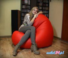Ciekawy fotel, w kształcie ogromnego serca. Może być uszyty zarówno w czerwonym kolorze, jak i w każdym innym :) Wypełnienie specjalnym, sypkim granulatem powoduje, że idealnie dopasowuje się do ciała w każdej pozycji. Można go kłaść na boku, na płasko, zrobić z niego fotel albo mini-kanapę.  #fotele #wygodny fotel #fotelezgranulatem #fotelerelaksacyjne