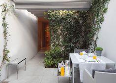 Porto flat by Eduardo Souto de Moura has tranquil courtyards
