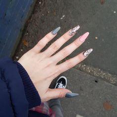 Pink and grey glitter coffin acylic nails Glam Nails, Nail Manicure, Beauty Nails, Cute Nails, Hair And Nails, My Nails, Grey Acrylic Nails, Acylic Nails, Long Nails