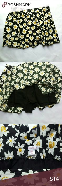 """90's Inspired Daisy Flower Skirt Skort This skirt is adorable ! The daisy pattern on the black fabric give this skirt a total 1990 vibe. Another great thing about this skirt is that it has shorts sewn in, which really makes it a skort. Size medium - measurements: waist 15"""", length 14"""". Great preloved condition. Xhilaration Skirts Mini"""