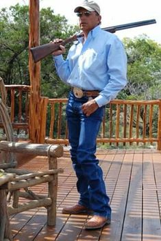 Now, that's a country man :) George Strait is timeless! Country Music Artists, Country Music Stars, Country Singers, Country Men, Country Girls, Beautiful Men, Beautiful People, Cowboy Up, I Love Music