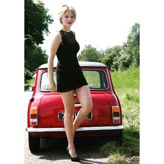 Merel Zoet and her oldtimer Mini Special. The car is for sale now. http://www.tweedehands.nl/autos/austin/mini/mini-special-1100-spec-1-1-245899147.html?utm_campaign=link_advertentie&utm_source=ad_geplaatst&utm_medium=email