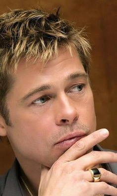 "Brad Pitt scored big with the ""bed head"" hair doo Brad And Angie, Brad Pitt And Angelina Jolie, Jolie Pitt, Jennifer Aniston, Beautiful Men Faces, Don Juan, Hollywood, Foto Art, George Clooney"
