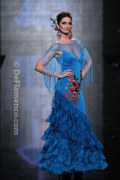 Flamenco dress: blue, red flowers, ruffles and fringe. Flamenco Costume, Flamenco Skirt, Flamenco Dancers, Dance Costumes, Flamenco Dresses, Beautiful Dresses, Nice Dresses, Spanish Dress, Barbie Gowns