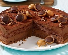 """Toffifee"" chocolate and hazelnut cake Chocolate Raspberry Mousse Cake, Hazelnut Cake, Chocolate Hazelnut, Cake Chocolate, No Bake Desserts, Delicious Desserts, Nougat Torte, Cake Recipes, Dessert Recipes"