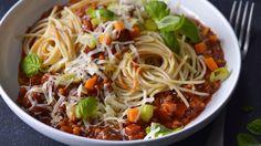 20 bezmasých večeří Raw Vegan, Japchae, Spaghetti, Food And Drink, Fresh, Ethnic Recipes, Noodle, Leaf Vegetable