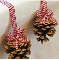Christmas table decor - could use glue and glitter and small pompoms to decorate pine cones for xmas decoration on tree. Noel Christmas, Country Christmas, Winter Christmas, Christmas Ornaments, Nordic Christmas, Modern Christmas, Simple Christmas, Pinecone Ornaments, Homemade Christmas