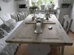 schöne Idee - Tisch aus alter Tür ... besser aber mit Glasplatte oder? ----- nice idea - table from an old door ... but better with some glas above it, right?