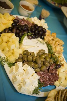 Pretty cheese tray with olives - this will probably just be something I eat. Yummy Appetizers, Appetizers For Party, Appetizer Recipes, Snack Recipes, Cooking Recipes, Food Platters, Cheese Platters, Meat And Cheese Tray, Cheese Table