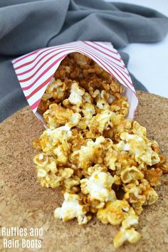 Healthy caramel popcorn for a clean take on the corn syrup version. This is an easy recipe and works perfectly for a Harry Potter movie night! Popcorn Snacks, Candy Popcorn, Popcorn Recipes, Snack Recipes, Healthy Recipes, Healthy Desserts, Easy Recipes, Healthy Food, Easy Snacks