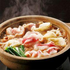 イベリコ豚のバラ肉とイベリコ餃子をお好みの野菜と共にどうぞ。【イベリコ豚(餃子付)チゲ鍋】