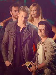 "Josh is so tiny next to Xander. His face is saying ""o hay gurls"" hahaha #MTVMovieAwards"