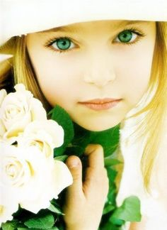 47 Ideas for beautiful children portraits green eyes Beautiful Little Girls, Beautiful Children, Beautiful Babies, Pretty Eyes, Cool Eyes, Child Face, Girl Face, Precious Children, Stunning Eyes