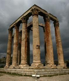 Temple of Olympian Zeus - Athens, Greece. The use of columns in Greek architecture has been traced back to the origins of their time. Ancient Ruins, Ancient Rome, Ancient Greece, Ancient Artifacts, Ancient History, European History, Architecture Antique, Ancient Greek Architecture, Greece Architecture