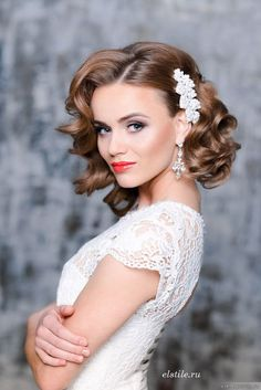 26 Short Wedding Hairstyles And Ways To Accessorize Them: short curly bridal hair with a side pearl hairpiece to make a glam and girlish accent; Wedding Hair And Makeup, Hair Makeup, Bridal Makeup, Eye Makeup, Loose Curls Wedding, Medium Wedding Hair, Medium Hair Styles, Curly Hair Styles, Best Wedding Hairstyles