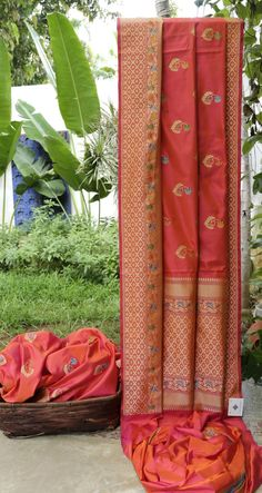 This strawberry pink Benares silk has bhuttas made with gold zari and meenakari work all over. The border and pallu have intricately woven gold zari along with meenakari work making this piece noth...