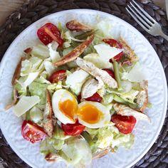 Gezonde Caesarsalade met Kalkoen - Hungry For Healthy Food Healthy Recipes, Healthy Food, Cobb Salad, Veggies, Low Carb, Homemade, Salads, Healthy Foods