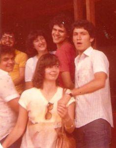 Manhã do dia do meu casamento (05/04/1980) com a 'minha' Elvira e  ao lado da cunhada Daisy, do primo Marquinhos e dos amigões Marcelo Silveira e Tauillo Tezelli.