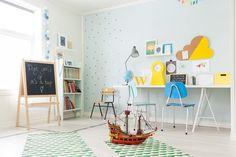 Amarillos, fucsias y azules en una casa nórdica a lo que no le falta inspiración!
