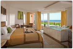 Superior Deluxe Ocean Front - This was our room - bubble baths were a daily occurrence!