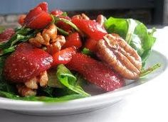 Paleo Arugula, Strawberry and Walnut Salad Recipe.