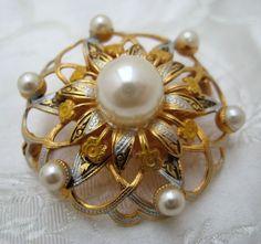 VINTAGE 1950s Goldtone Spanish Damascene FLOWER Brooch #Unbranded