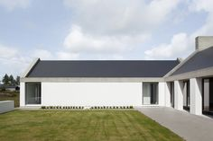 Ryan W. Kennihan Architects build for Leagaun House Galway Architecture Awards, Residential Architecture, Architecture Design, Modern Cottage, Modern Farmhouse, House Designs Ireland, Farmhouse Architecture, Rural House, Modern Barn