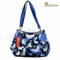 Mit Taschen der Kollektionen von PetCrown werden Sie garantiert die Blicke auf sich ziehen. Einzigartig, jedes Model ein Unikat. Models, Bags, Fashion, Cotton Textile, Unique, Artificial Leather, Handbags, Handarbeit, Woman