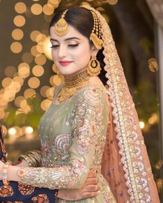 Pakistani Brides who Nailed their Wedding Jewellery Game! Pakistani Bridal Lehenga, Pakistani Bridal Makeup, Bridal Mehndi Dresses, Walima Dress, Shadi Dresses, Bridal Dress Design, Pakistani Wedding Dresses, Bridal Outfits, Indian Bridal