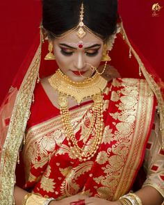 Indian Wedding Couple Photography, Indian Wedding Bride, Bengali Wedding, Bengali Bride, Indian Wedding Photos, Hindu Bride, Indian Bridal Outfits, Bride Photography, Saree Wedding