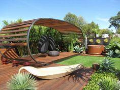 pergola en bois pour la terrasse extérieur avec pelouse