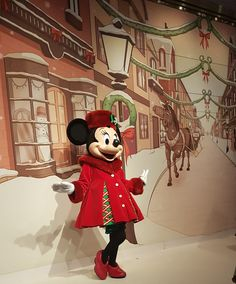 """Le Noël Enchanté Disney"" - Minnie in Christmas mode - Toon Studio - Walt Disney Studios Walt Disney Studios, Very Merry Christmas, Disneyland Paris, Lps, Mickey Mouse, Disney Characters, Fictional Characters, Amazing, Noel"
