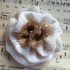 Ivory burlap flower di Tickleberrycottage su Etsy
