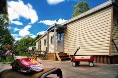 Chalet 203 (max. 4 personen en een baby) is een ruim chalet van wel 15 meter lang. Het chalet ligt vooraan op de camping, vlakbij de zwembaden, restaurant, snackbar en het theater. Direct achter het huisje is een kleine speeltuin. Toch is er in de tuin veel privacy. #kamperen #vakantiemetkinderen  #kindervakantie #vakantieinnederland #camping #kampereninnederland #sprookjescamping #kindercamping #kamperenmetkinderen Baby Strollers, Toys, Children, Chalets, Baby Prams, Activity Toys, Young Children, Boys, Clearance Toys