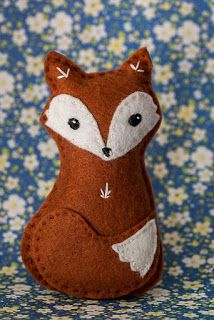 Akimbo Moon: August Creative Challenge: Day 1 - Foxy Forest friends from Made in Felt Magazine