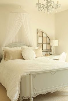 Shabby chic bedroom - http://myshabbychicdecor.com/shabby-chic-bedroom-334/