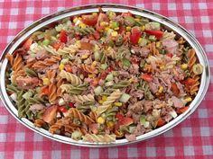 Deze maaltijdsalade is heerlijk op warme dagen. Lekker meenemen naar het strand…