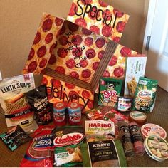 """""""Special Delivery"""" pizza themed care package Stole aPIZZA my heart. Missionary Packages, Deployment Care Packages, Military Care Packages, Deployment Gifts, Military Deployment, Diy Birthday, Birthday Gifts, Homemade Gifts, Diy Gifts"""
