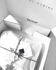 Black and white, box, brand, order, client, preto e branco, caixa, pedido, fashion, moda, marca, laço, ribbon, stripes, letter, carta, cliente, dream, dream make it happen, shopcarolfarina.com.br